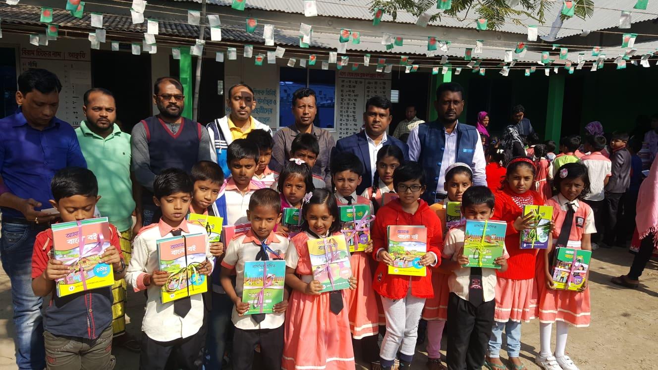 যুবনগর মডেল স্কুলে বই বিতরণ উৎসব অনুষ্ঠিত