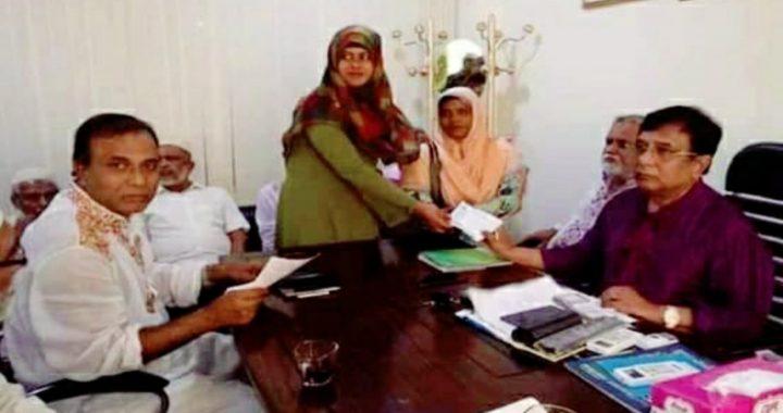 শিবপুর এমপি মোহন বেতনের ৫০ হাজার টাকা প্রতিবন্ধী স্কুলে প্রদান করলেন
