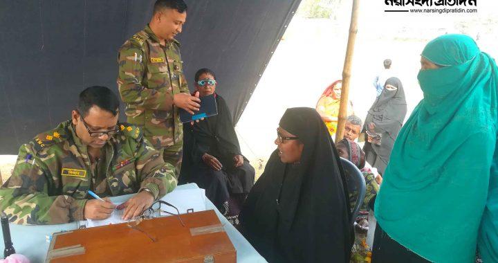 মাধবদীতে বালুসাইর গ্রামে বিনামূল্যে সেনাবাহিনীর চক্ষু শিবির