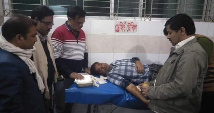 সিরাজগঞ্জে ঠিকাদারের সন্ত্রাসী বাহিনীর হামলায় ৫ সাংবাদিক আহত