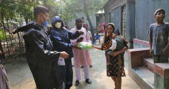 রায়পুরা থানা পুলিশের উদ্যোগে হোম কোয়ারেন্টাইনদের মাঝে খাবার বিতরণ
